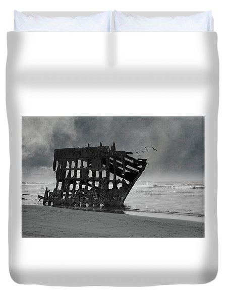 Peter Iredale Shipwreck At Oregon Coast Duvet Cover