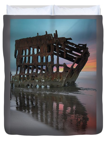 Peter Iredale Shipwreck At Sunrise Duvet Cover