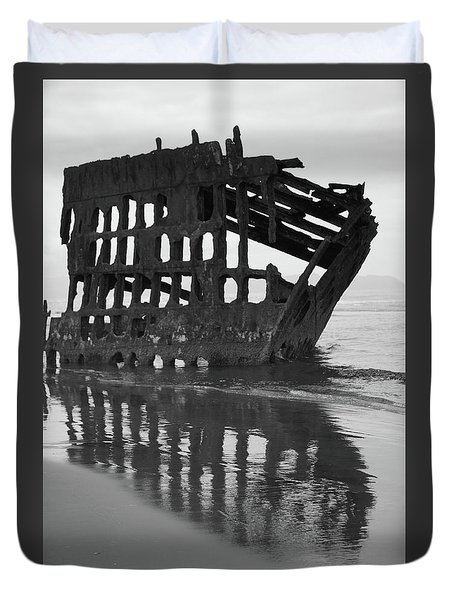 Peter Iredale Shipwreck In Black And White Duvet Cover