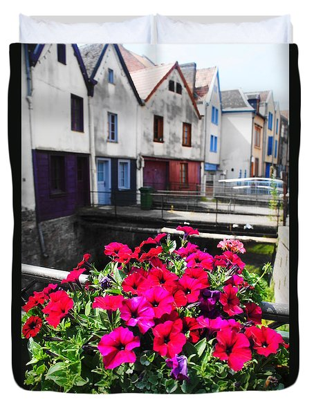 Petunias Of Amiens Duvet Cover