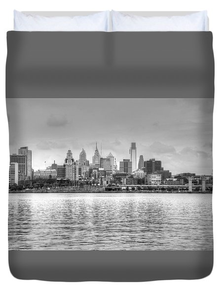 Philadelphia Skyline In Black And White Duvet Cover
