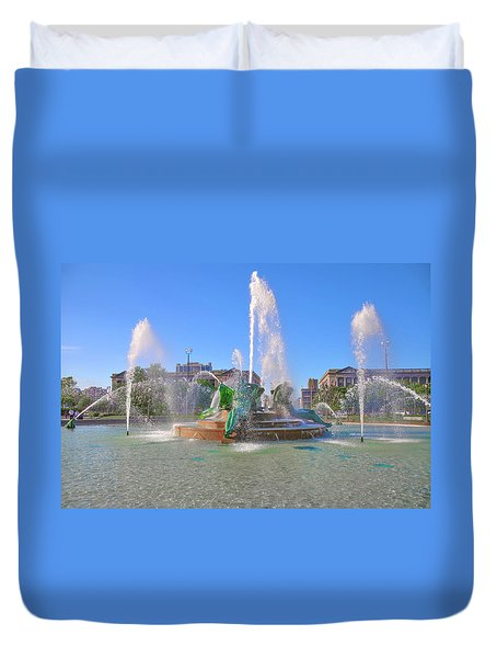 Duvet Cover featuring the photograph Philadelphia - Swann Fountain At Logan Square by Bill Cannon