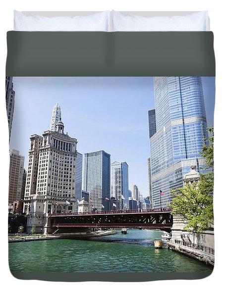 Photo Of Chicago Skyline At Michigan Avenue Bridge Duvet Cover by Paul Velgos