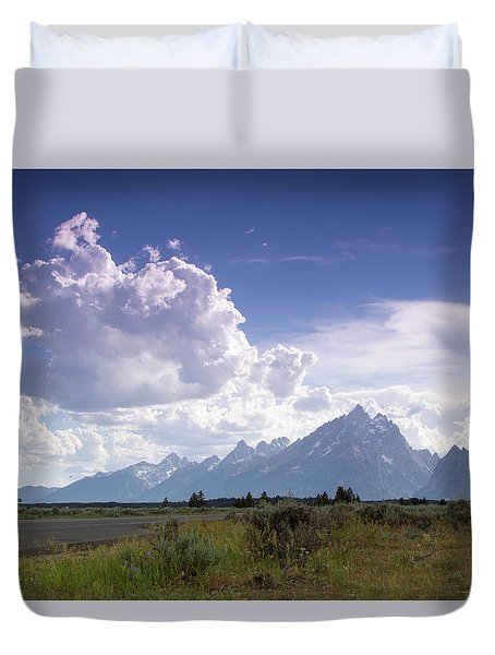 Photographing The Tetons Duvet Cover