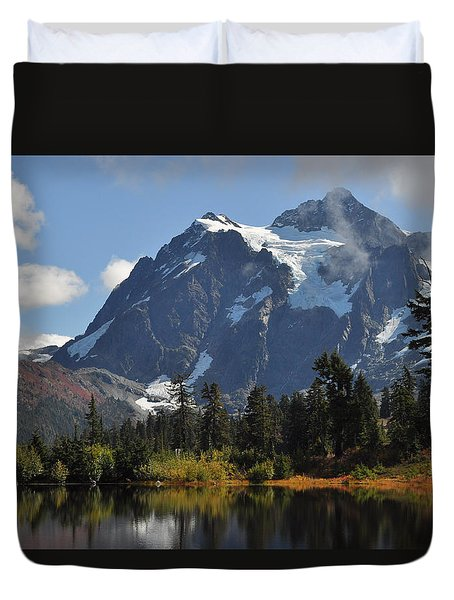 Picture Lake And Mount Shuksan Duvet Cover