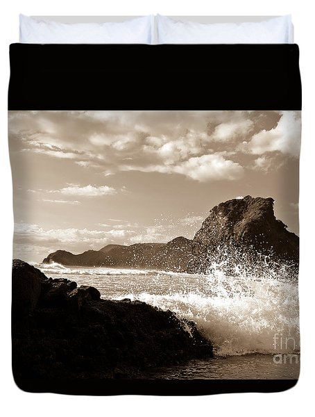 Piha New Zealand Waves Duvet Cover