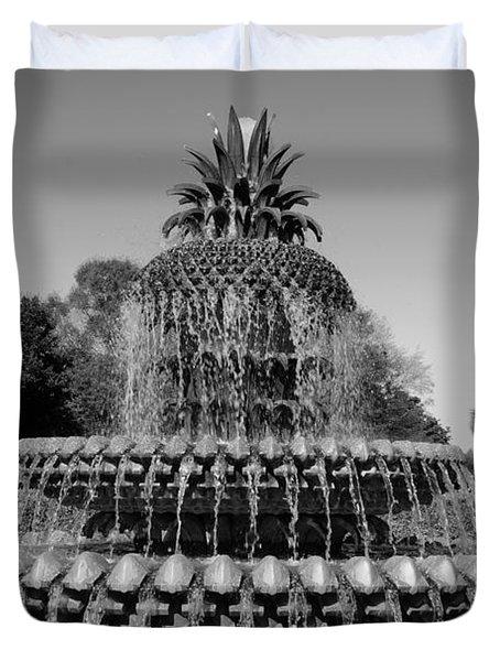Pineapple Fountain Charleston Sc Black And White Duvet Cover