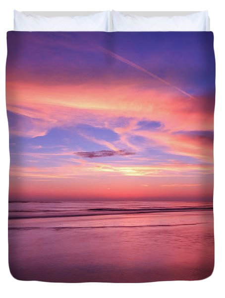 Pink Sky And Ocean Duvet Cover