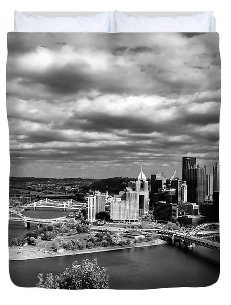 Pittsburgh Skyline With Boat Duvet Cover