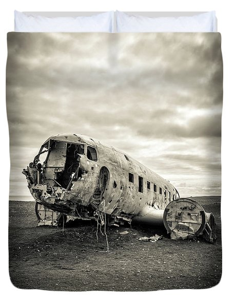 Duvet Cover featuring the photograph Plane Crash Iceland by Edward Fielding