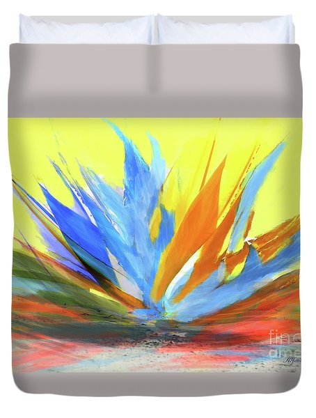 Duvet Cover featuring the photograph Planta De Jardin by Alfonso Garcia