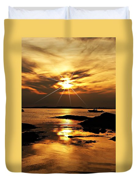 Plum Cove Beach Sunset E Duvet Cover by Joe Faherty