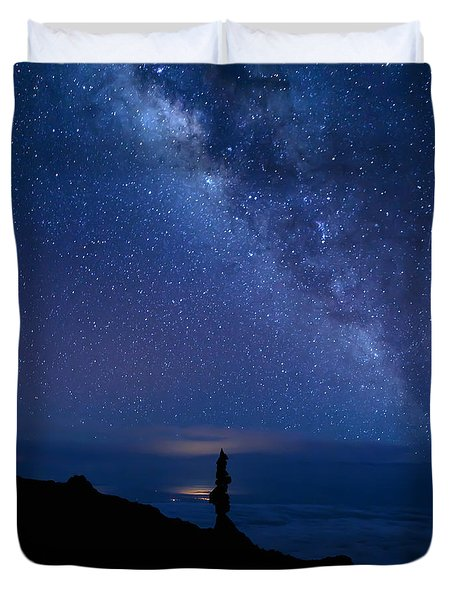 Pointing To The Heavens Duvet Cover