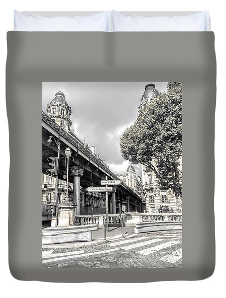 Pont De Bir-hakeim, Paris, France Duvet Cover