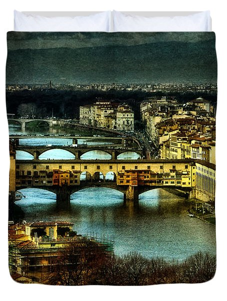 Duvet Cover featuring the photograph Ponte Vecchio At Dusk by Brian Tarr