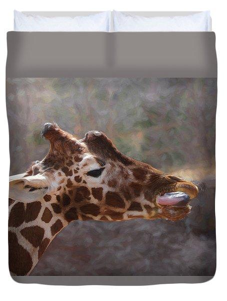 Portrait Of A Giraffe Duvet Cover by Ernie Echols