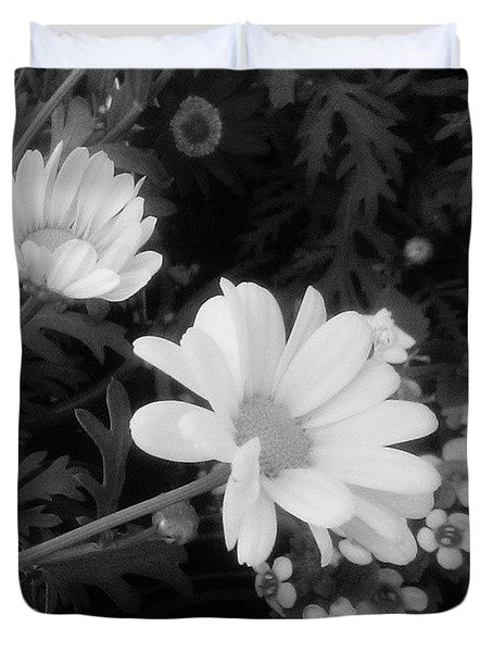Pretty! ❤ #blackandwhite #flowers Duvet Cover