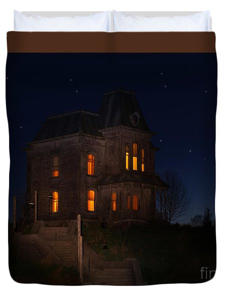 Psycho House-bates Motel Duvet Cover by Jim  Hatch