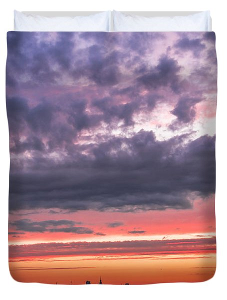 Purple And Red Sky Over Warsaw And Vistula River Duvet Cover