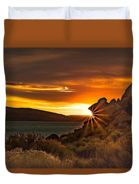 Pyramid Lake At Sunrise Duvet Cover