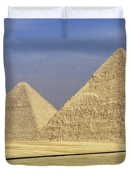 Pyramids At Giza Duvet Cover by Mark Greenberg