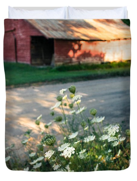 Queen Anne's Lace By The Barn Duvet Cover