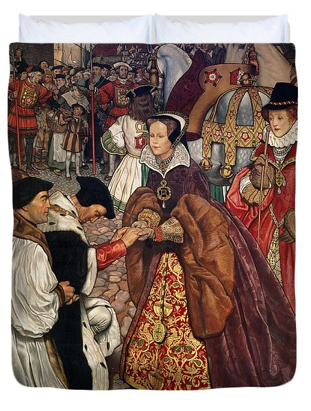 Queen Mary And Princess Elizabeth Entering London Duvet Cover by John Byam Liston Shaw