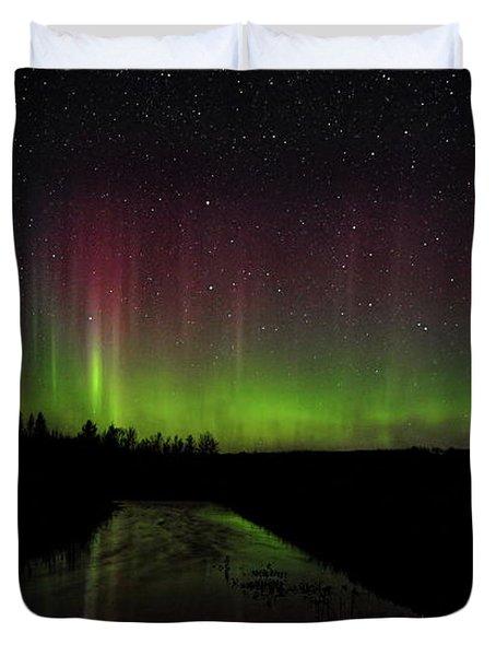 Red And Green Aurora Pillars Duvet Cover