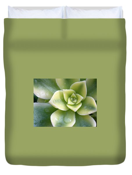 Duvet Cover featuring the photograph Raindrops On The Succulent by Elvira Butler