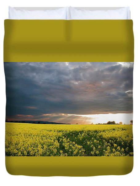 Duvet Cover featuring the photograph Rays At Sunset by Rob Hemphill