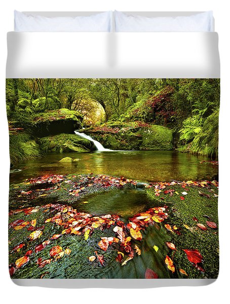 Red And Green Duvet Cover by Jorge Maia