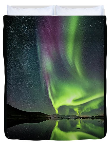 Red Auroras And A Faint Milky Way Duvet Cover