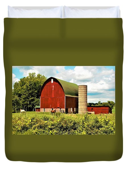 0040 - Red Barn And Horses Duvet Cover