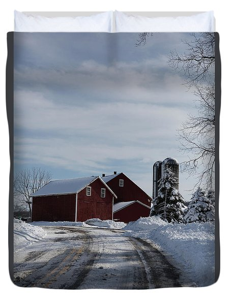 Red Barn In The Snow Duvet Cover