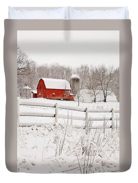 Red Barn In Winter Duvet Cover