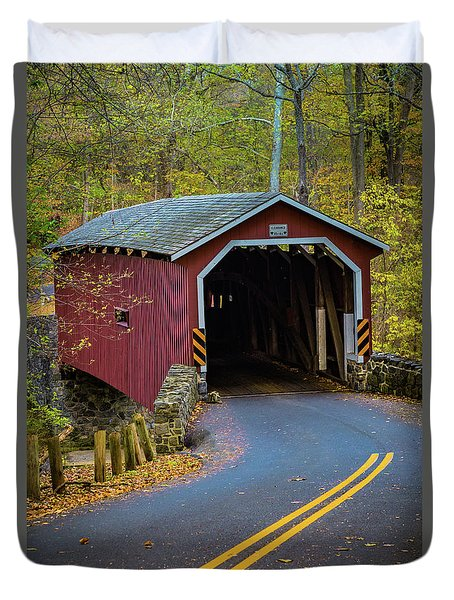 Red Covered Bridge In Lancaster County Park Duvet Cover