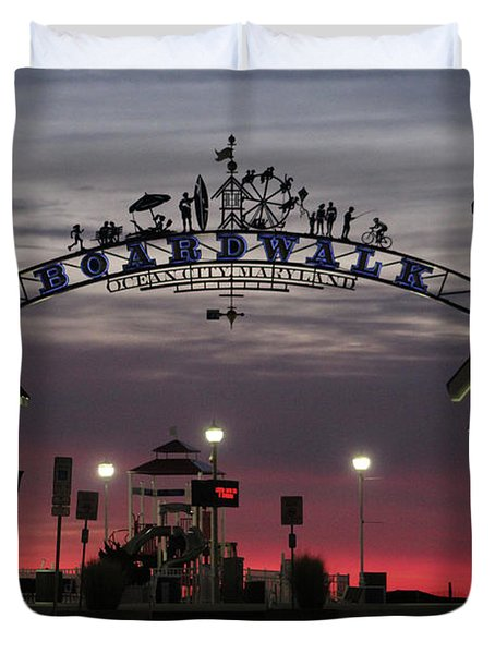 Red Horizon Thru The Boardwalk Arch Duvet Cover