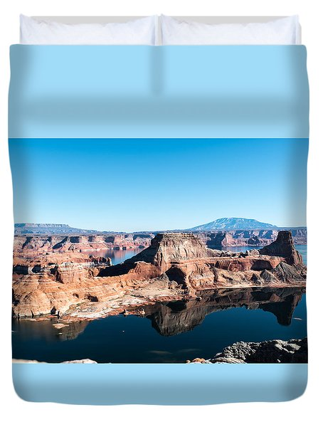 Red Rocks Drifting In Lake Powell Duvet Cover