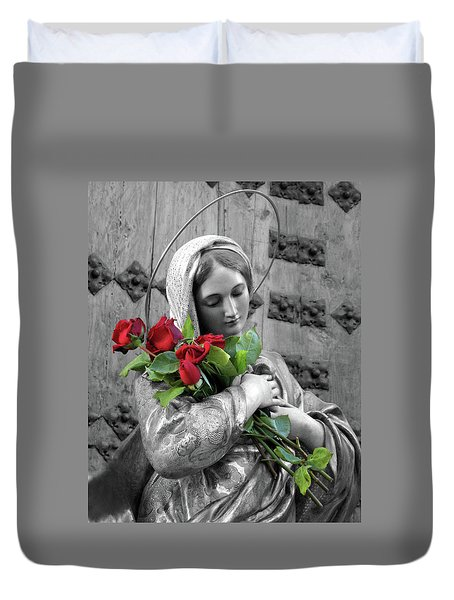 Red Roses Duvet Cover by Munir Alawi
