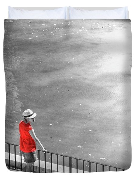 Red Shirt, Black Swanla Seu, Palma De Duvet Cover