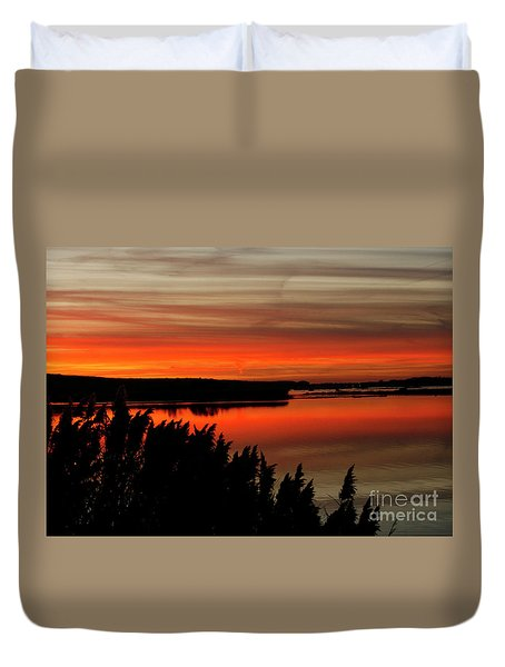 Red Sky On The Illinois River Duvet Cover