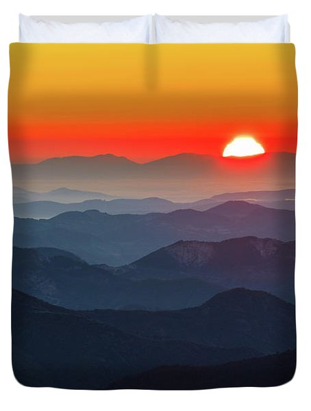 Red Sun In The End Of Mountain Range Duvet Cover