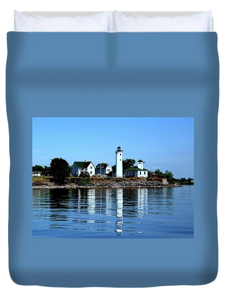 Reflections At Tibbetts Point Lighthouse Duvet Cover