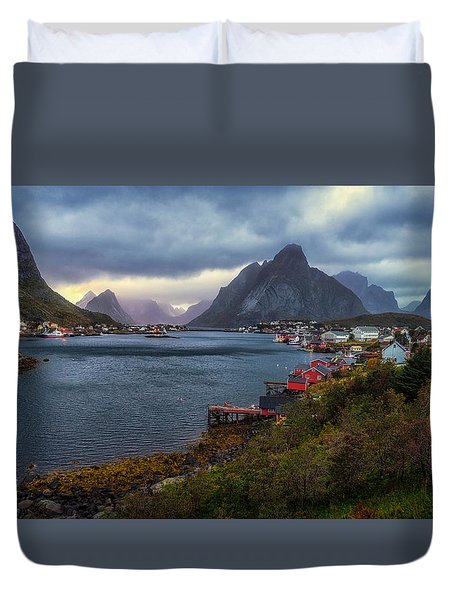 Duvet Cover featuring the photograph Reine by James Billings