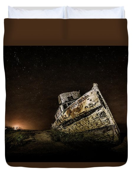 Duvet Cover featuring the photograph Reyes Shipwreck by Everet Regal