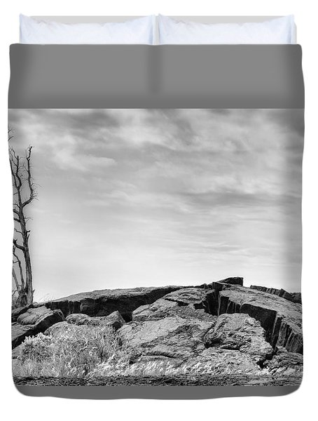 Duvet Cover featuring the photograph Rise by Ryan Manuel
