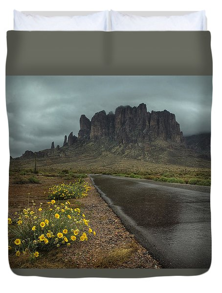 Road To The Superstitions Duvet Cover by Sue Cullumber