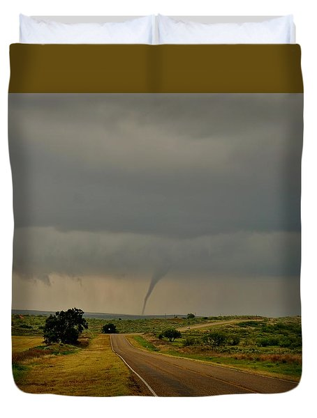 Duvet Cover featuring the photograph Road To The Twister by Ed Sweeney