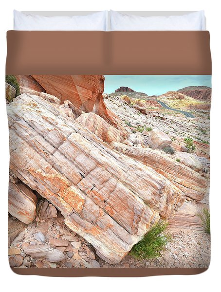 Duvet Cover featuring the photograph Roadside Sandstone In Valley Of Fire by Ray Mathis