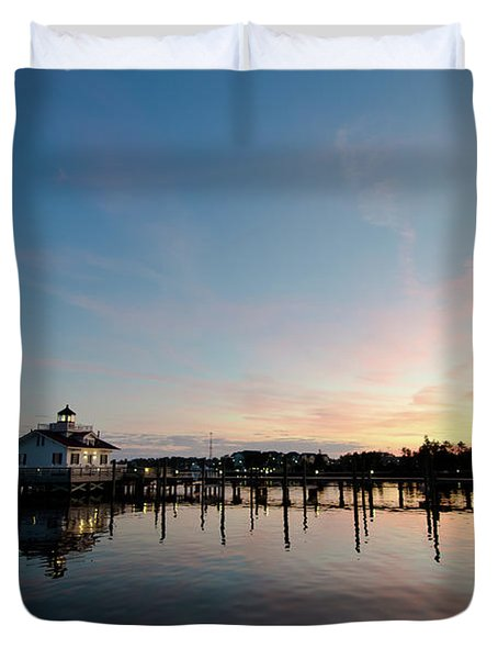 Roanoke Marshes Lighthouse At Dusk Duvet Cover
